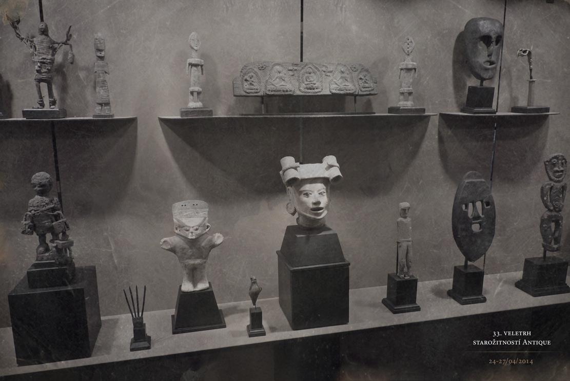 africké masky a sochy v expozici na veletrh Antique 33