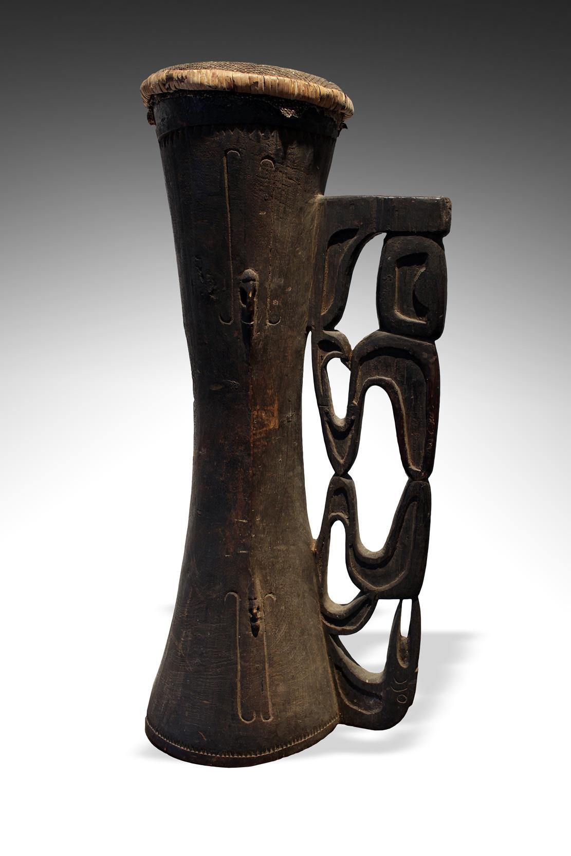 ritualni-buben-asmat-papua-mantis